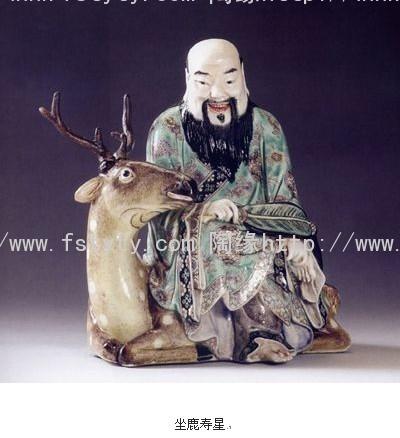 人物,动物和器皿均有卓著的艺术成就,颇善于仿制古代名窑器釉色.